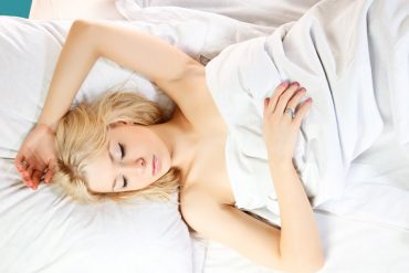 Sleeping on your back during pregnancy_dearbub.com